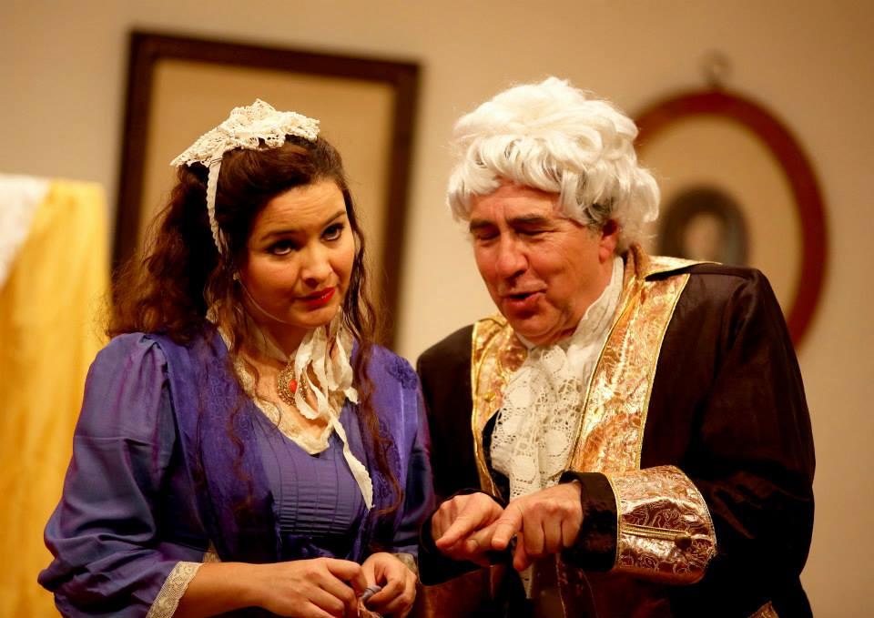 Anabell Garfio (Serpina) mit Andrea Martin (Uberto) in Wien 2013. Foto: (c) Palffy